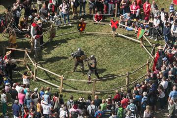 ベルギー・ブイヨンの祭りで中世に「タイムスリップ」