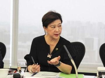 「エアテルの損失を除けば、4~6月期の純利益はほぼ横ばいだ」と話すシングテルのチュア・ソククーン・グループ最高経営責任者(CEO)=8日、シンガポール中心部(NNA撮影)