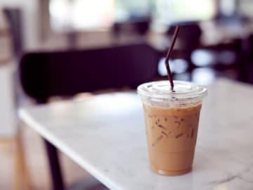 コンビニでよりお得にコーヒーを飲む方法にはどのような方法があるのか、どのようにしたらお得になるのかを考えてみました。