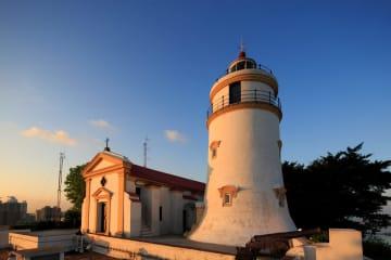 世界遺産「ギア要塞」を構成するギア灯台とギア要塞(写真:ICM)