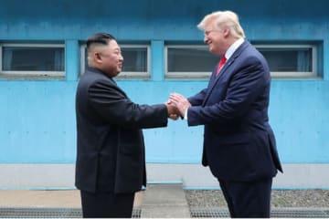 「金正恩氏はトランプ氏と会う時しか笑わない」のは本当か(写真は労働新聞から)
