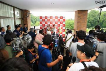 開幕前から多数の報道陣が集まった(撮影:福田文平)