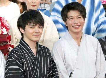 映画「劇場版おっさんずラブ ~LOVE or DEAD~」のイベントに登場した林遣都さん(左)と田中圭さん