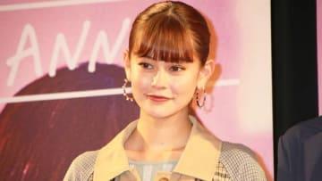映画「CAST:(キャスト)」の完成披露試写会に登場したemmaさん