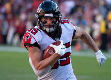 Eric Saubert of the Atlanta Falcons carries the ball at FedEx Field in 2018.