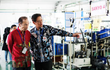 President Director Tomonobu Otsu (R) of PT. Panasonic Manufacturing Indonesia, a subsidiary of leading Japanese multinational electronics firm Panasonic Corp., guides a director of its group arm at a factory in Jakarta on Aug. 8.