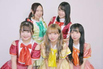 メンバーそれぞれの個性を生かして活動する「フルーティー」=大阪市北区の大阪日日新聞