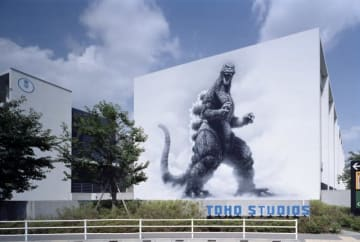 貴重なツアー決定! - 写真は東宝スタジオのゴジラの壁画 - TM &(C) TOHO CO., LTD.