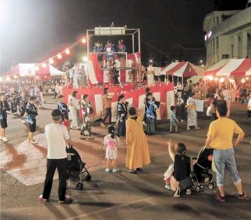楽天生命パークであった昨年の盆踊り大会。市民が輪になって宮城野盆踊りを踊った(宮城野区提供)
