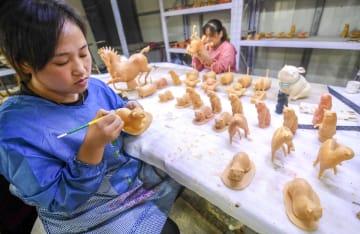 新たな命を得てよみがえる青銅品 中国河北省