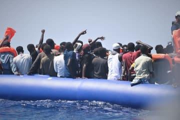 MSFとSOSメディテラネが救出した人たち=12日、地中海中部
