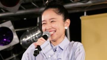 福原遥さんの歌手デビュー記念イベントに登場した堀田真由さん