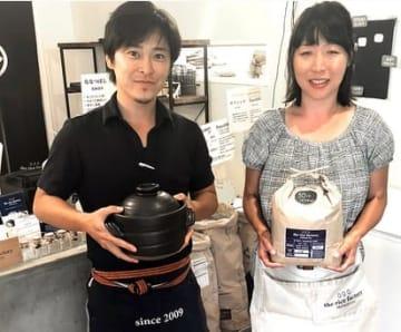 店主の伊藤さん(左)NY店長の小林香織さん