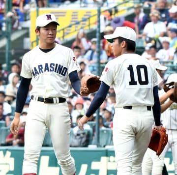 習志野―鶴岡東 2回表鶴岡東2死一、三塁、山内(右)からマウンドを引き継ぐ習志野の飯塚