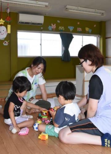 猛暑の中、エアコンによる教室の十分な冷却ができなくなっているみなみ保育園。合同保育などを余儀なくされている