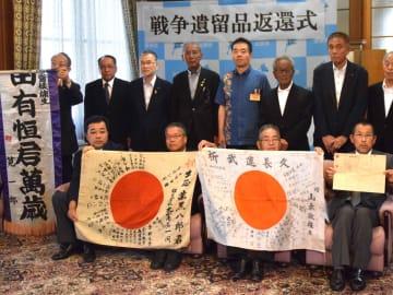 遺族らに返還された日章旗やのぼり旗(大津市・県庁)