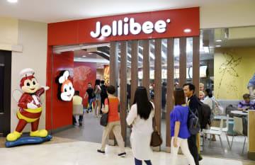 フィリピン・マニラにある「ジョリビー・フーズ」の店舗=7月(共同)
