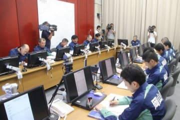 被害状況や今後の対応方針を確認した岡山県の危機管理チーム会議=岡山県庁