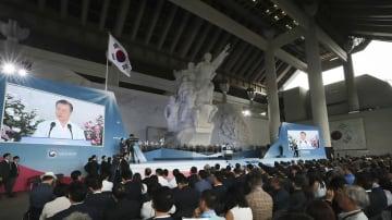 日本による朝鮮半島統治からの解放を祝う「光復節」の式典で演説する韓国の文在寅(ムンジェイン)大統領(写真は青瓦台ウェブサイトから)