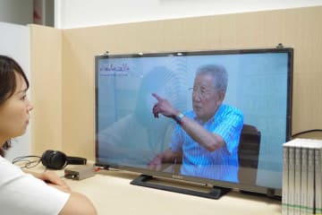 宮津市教育委員会が宮津空襲体験者たちの証言をまとめたDVDの一場面(同市浜町・市立図書館)