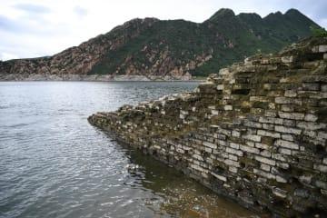姿を現した「水中長城」 河北省承徳市