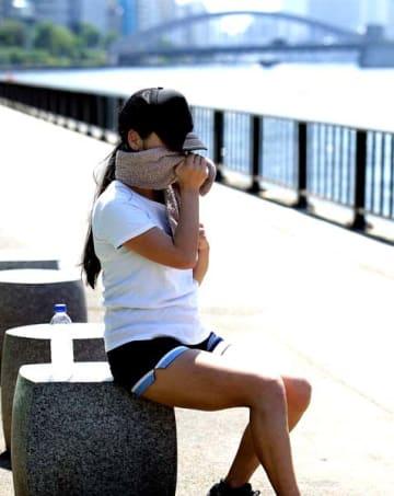怖いのは熱中症だけでなく、腸も大きなダメージを…(C)日刊ゲンダイ