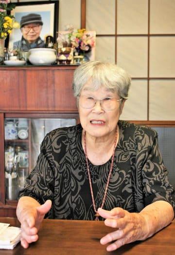日立高等女学校時代に体験した米軍の攻撃について語る柴田さん=佐倉市