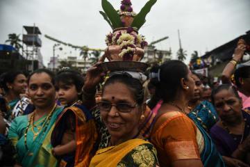 ココナツ祭り開催 インド・ムンバイ
