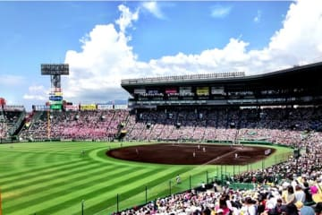 10日目第1試合は作新学院(栃木)と岡山学芸館(岡山)が対戦