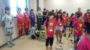 『未来の宝 夢と希望と絆の架け橋プロジェクト サッカー教室』にINAC神戸の鮫島らが参加(撮影:YOSHIHIKO KUROKAWA)