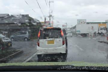 台風21号による車両トラブル最多はタイヤのパンク!