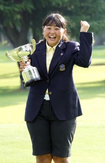 ゴルフの日本ジュニア選手権、女子12~14歳の部で優勝した外園華蓮=霞ケ関CC