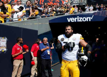 Steelers OT Alejandro Villanueva is team's only player to stand for anthem