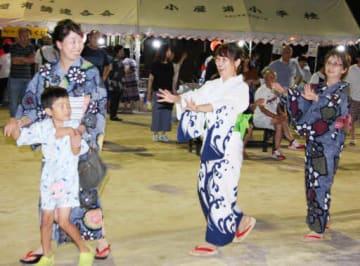 再開した盆踊りを楽しむ住民