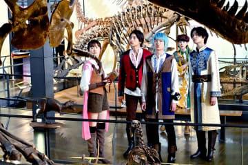 4月に福井県立恐竜博物館でロケを行ったリュウソウジャーのメーンキャスト(劇場版「ジオウ・リュウソウジャー」製作委員会 (C)石森プロ・テレビ朝日・ADK EM・東映(C)2019テレビ朝日・東映AG・東映)