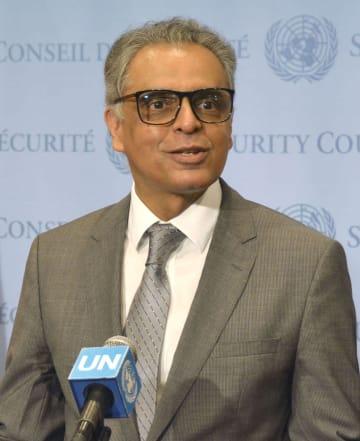 記者会見するインドのアクバルディン国連大使=16日、ニューヨークの国連本部(共同)
