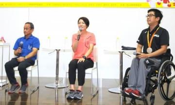 トークする(右から)佐藤選手、山口さん、梶谷さん