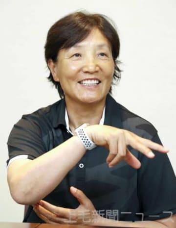 インタビューに答えるソフトボール日本代表の宇津木監督