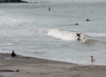 サーフィン会場になる釣ケ崎海岸=一宮町