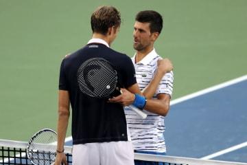 「ATP1000 シンシナティ」でのメドベージェフ(左)とジョコビッチ(右)