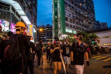 Nurphoto / Getty Images 民主派デモの参加者。8月17日
