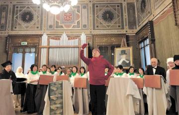 オペラの本場で歌や演技を披露する会員たち=5月14日、ミラノ市(仙台日伊協会提供)