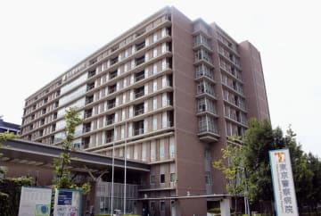窃盗容疑で逮捕後、けがの治療を受けていた男が逃走した東京警察病院=18日午後、東京都中野区
