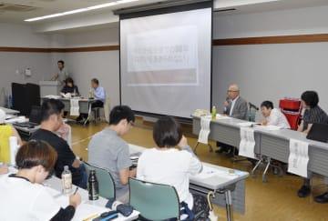 名古屋市で開かれた、共同作業所の将来像を話し合うシンポジウム=18日