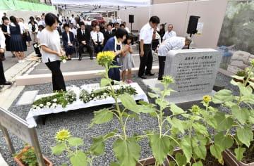 2014年8月の土砂災害から5年となるのを前に開かれた、住民主催の追悼式=18日、広島市安佐南区