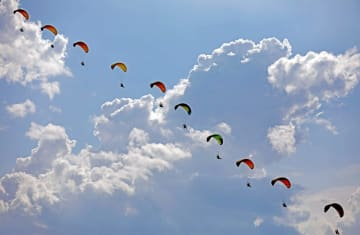 瀋陽で国際航空ショー 展示飛行が来場者を魅了