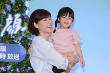 月9「監察医 朝顔」主人公・朝顔役の上野樹里と、娘役の加藤柚凪ちゃん