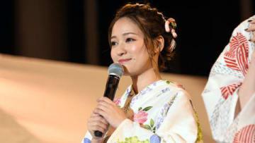 「第40回神宮外苑花火大会」のステージイベントに登場したchayさん