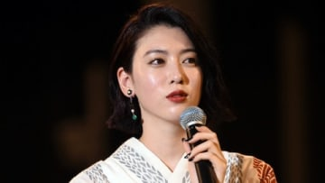 「第40回神宮外苑花火大会」のステージイベントに登場した三吉彩花さん