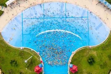 水遊びで涼を取る 江蘇省南京市
